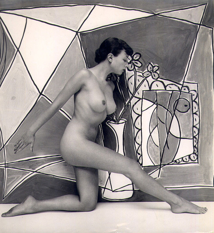A wondeful image of Pamela Green taken by the Hungarian photographer Zoltán Glass. Part of series of photos taken by Zoltán of Pamela for Lilliput magazine in January, 1952.